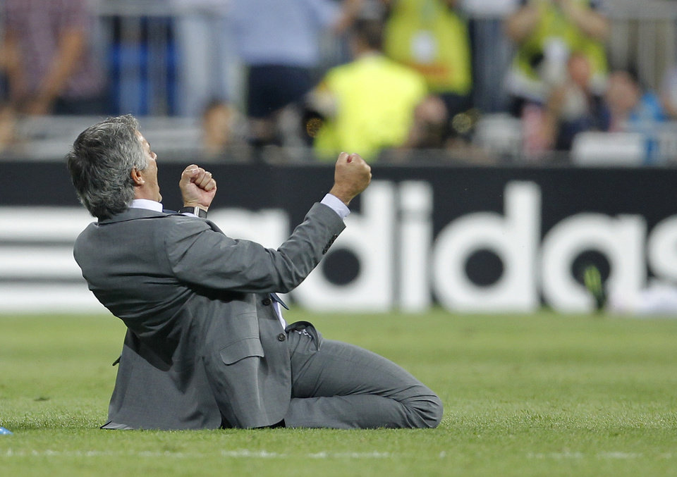 Photo -   Real Madrid's coach Jose Mourinho from Portugal reacts after Cristiano Ronaldo scored the winning goal during a Group D Champions League soccer match against Manchester City at the Santiago Bernabeu stadium in Madrid Tuesday Sept. 18, 2012. Real Madrid beat Manchester City 3-2. (AP Photo/Paul White)