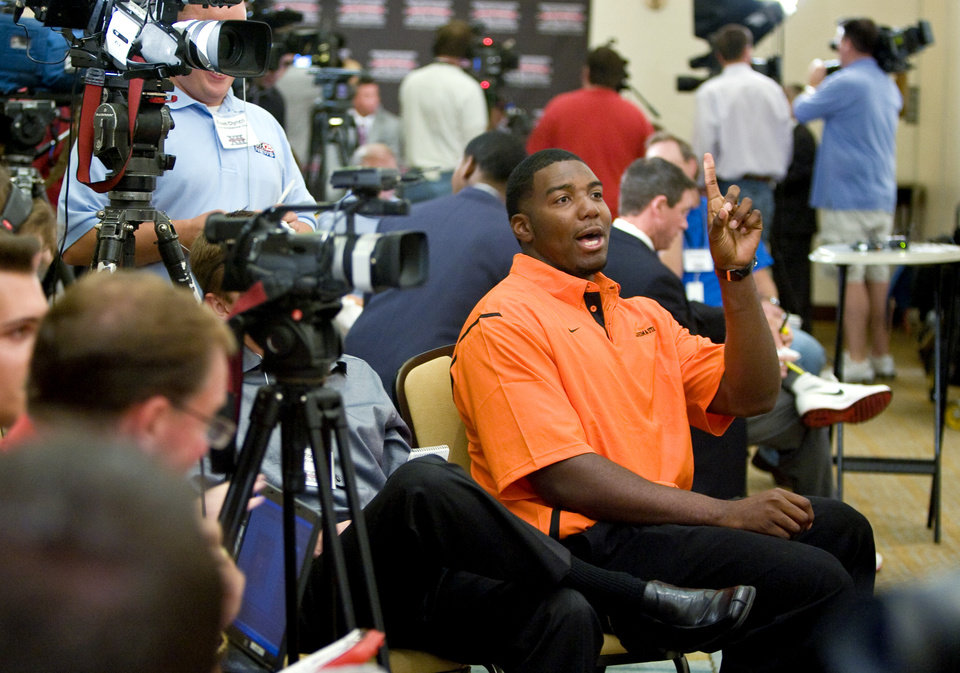 Photo - OSU / COLLEGE FOOTBALL: Oklahoma State University's Russell Okung asks a question of a teammate during the Big 12 Conference Football Media Days in Irving, Texas, Monday, July 27, 2009. Photo by Bryan Terry, The Oklahoman ORG XMIT: kod