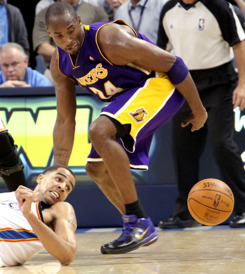 Photo - Oklahoma City's Thabo Sefolosha and Los Angeles' Kobe Bryant go after a loose ball in the second half of the NBA basketball game between the Los Angeles Lakers and the Oklahoma City Thunder at the Ford Center in Oklahoma City, on Tuesday, Nov. 3, 2009. The Thunder lost to the Lakers  [John Clanton/The Oklahoman Archives]
