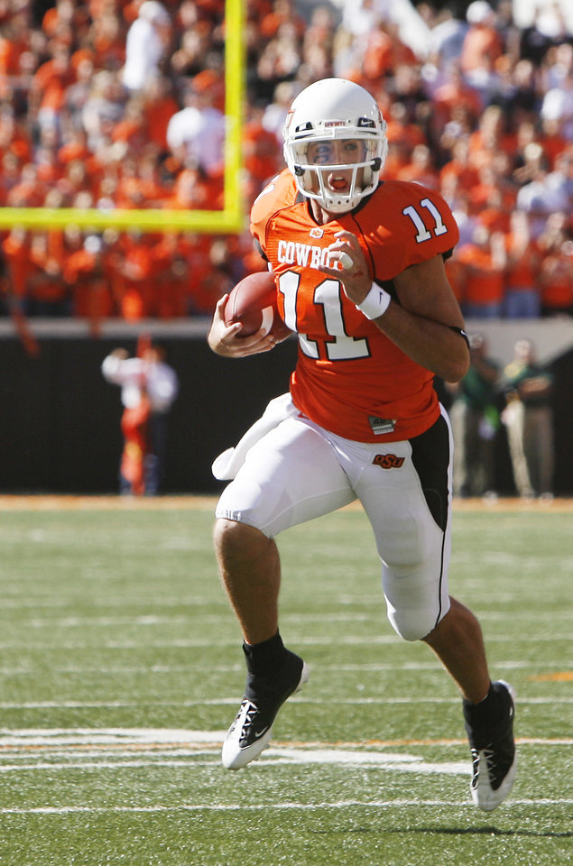 Photo - Zac Robinson quarterback keeper at the Oklahoma State University (OSU) college football game with Baylor University (BU) at Boone Pickens Stadium in Stillwater, Okla. Saturday, Oct. 18, 2008. BY SARAH PHIPPS, THE OKLAHOMAN. ORG XMIT: KOD