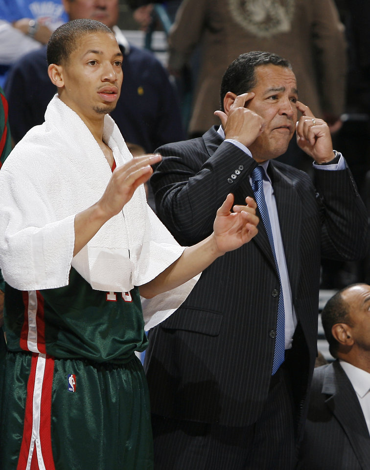 Photo - OKLAHOMA CITY THUNDER / NBA BASKETBALL TEAM / REGULAR SEASON FIRST GAME / OPENING NIGHT: Kelvin Sampson, assistant coach for the Bucks during the opening NBA basketball game between the Oklahoma City Thunder and the Milwaukee Bucks at the Ford Center in Oklahoma City, Wednesday, October 29, 2008.  BY BRYAN TERRY, THE OKLAHOMAN   ORG XMIT: KOD
