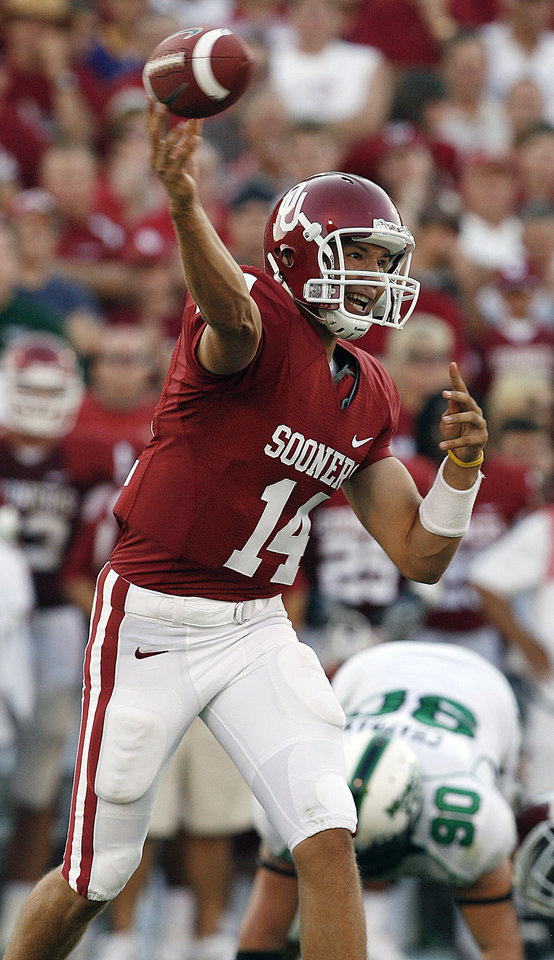 Photo - Oklahoma's quarterback Sam Bradford (14) throws the ball against North Texas in the first half during the University of Oklahoma Sooners (OU) college football game against the University of North Texas Mean Green (UNT) at the Gaylord Family -- Oklahoma Memorial Stadium, on Saturday, Sept. 1, 2007, in Norman, Okla.   By STEVE SISNEY, The Oklahoman  ORG XMIT: KOD
