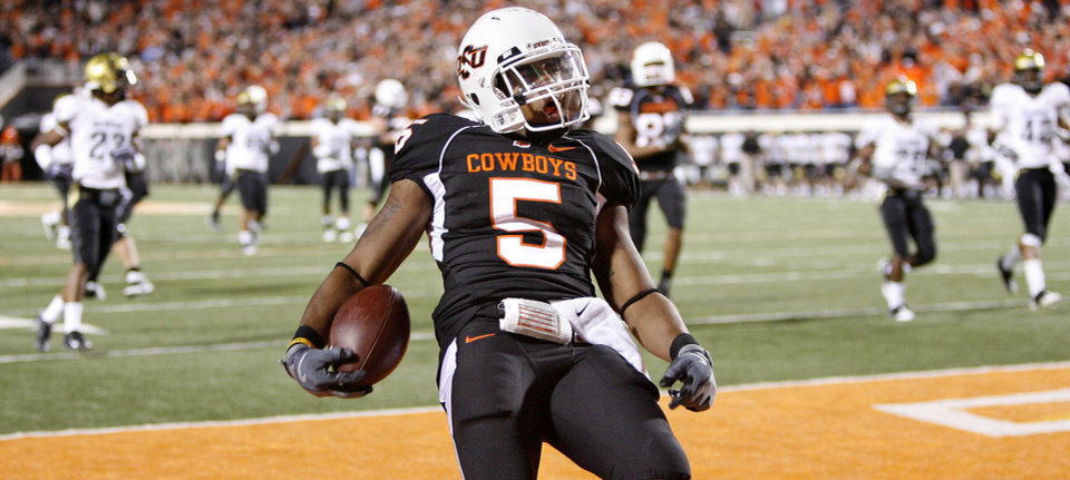 Photo - OSU's Keith Toston scores a touchdown in the third quarter of the college football game between Oklahoma State University (OSU) and the University of Colorado (CU) at Boone Pickens Stadium in Stillwater, Okla., Thursday, Nov. 19, 2009. Photo by Bryan Terry, The Oklahoman ORG XMIT: KOD