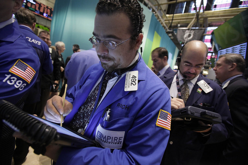 Photo -   Trader Richard Scardino, left, works on the floor of the New York Stock Exchange Thursday, Oct. 18, 2012. The U.S. stock market headed slightly lower on Thursday, following a leap in claims for unemployment benefits and weak results from American Express. (AP Photo/Richard Drew)