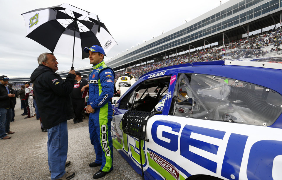Nascar race in texas starts after one hour 50 minute for Nascar ride along texas motor speedway