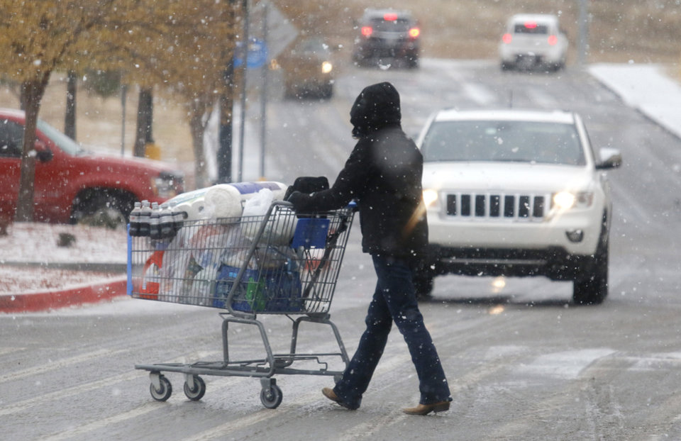 Shoppers stock up at the I-35 Walmart in Edmond Sunday, November 24, 2013. Photo by Doug Hoke, The Oklahoman