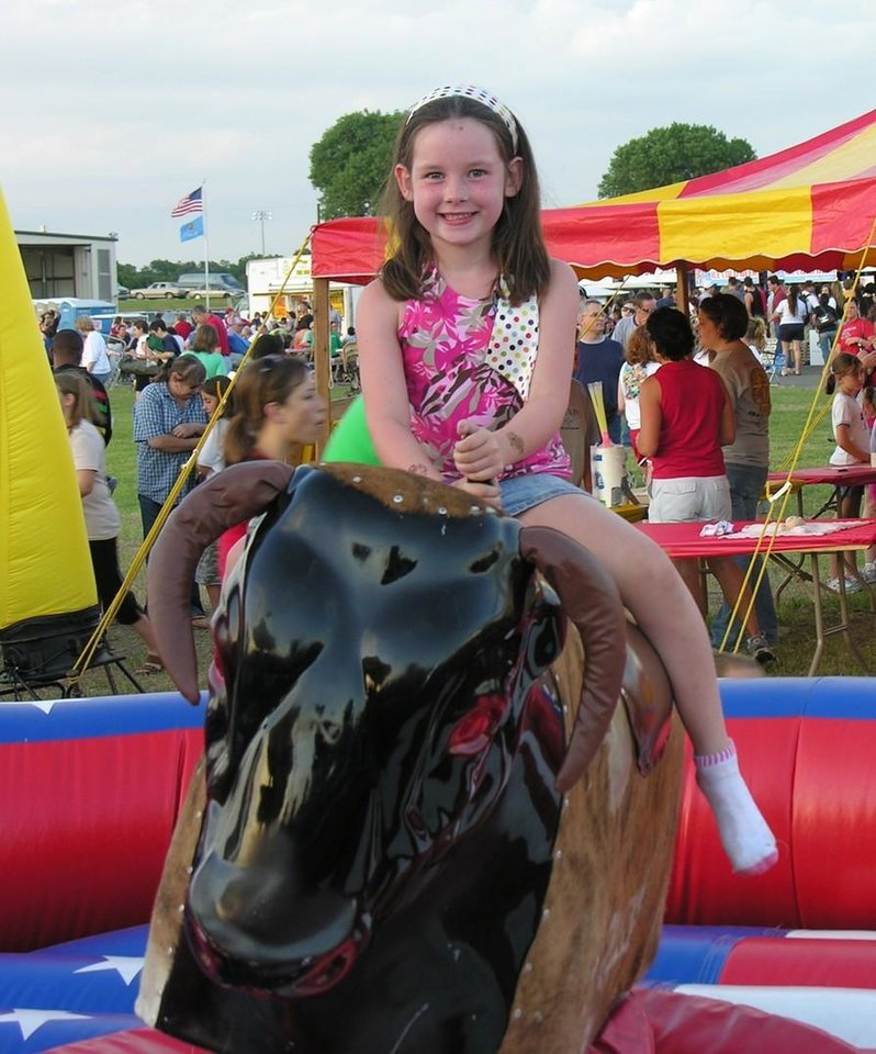 My Niece (Emily Papandria) visiting form Indianapolis at the Red, White and Blue Festival 4 July 07<br/><b>Community Photo By:</b> Pat Madden<br/><b>Submitted By:</b> pat, choctaw