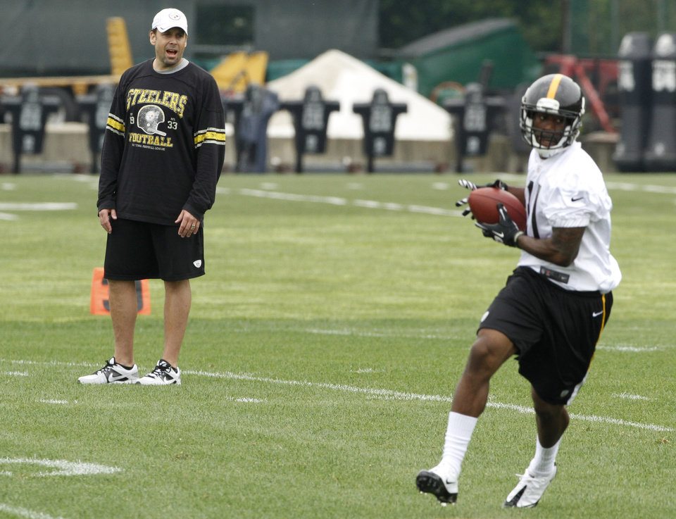 Pittsburgh Steelers new offensive coordinator Todd Haley, left, watches as seventh round draft pick, wide receiver Toney Clemons (11), out of Colorado, makes a catch during NFL football rookie minicamp at the team's training facility in Pittsburgh on Saturday, May 5, 2012. (AP Photo/Keith Srakocic)