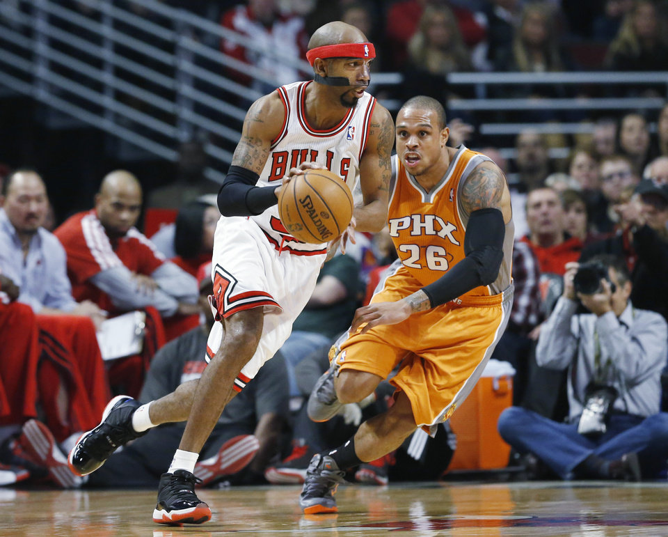 Chicago Bulls guard Richard Hamilton, left, works against Phoenix Suns guard Shannon Brown during the first half of an NBA basketball game in Chicago on Saturday, Jan. 12, 2013. (AP Photo/Nam Y. Huh)