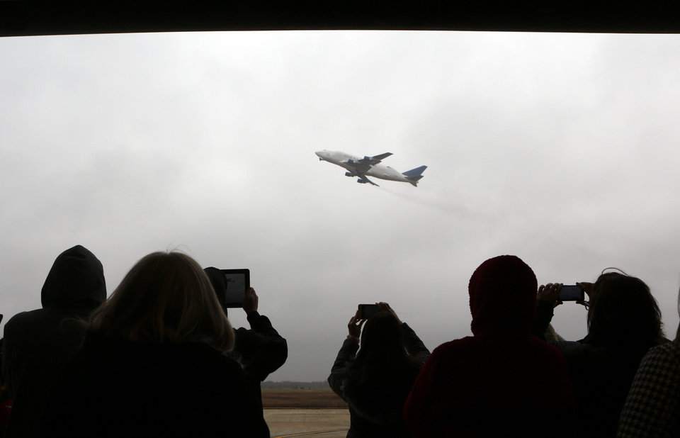 Photo - Students and instructors at the National Center for Aviation Training take pictures of Boeing 747