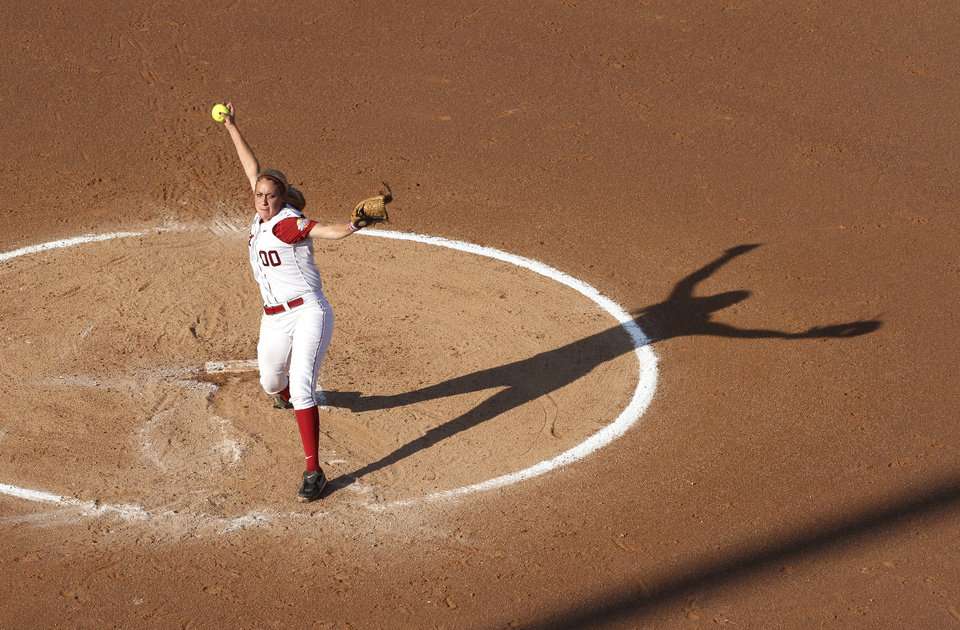 Photo - Alabama's Kelsi Dunne (00) pitches during the Women's College World Series game between Alabama and Florida at the ASA Hall of Fame Stadium in Oklahoma City, Sunday, June 5, 2011. Photo by Garett Fisbeck, The Oklahoman