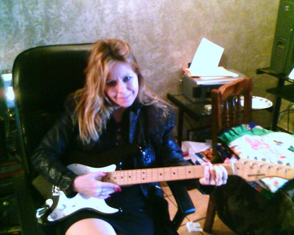 Tama playing the guitar after Van Halen concert.. What a concert that was.. He made playing the guitar look so easy.. Sure I can Jam out...<br/><b>Community Photo By:</b> JOE<br/><b>Submitted By:</b> Tama, Midwest