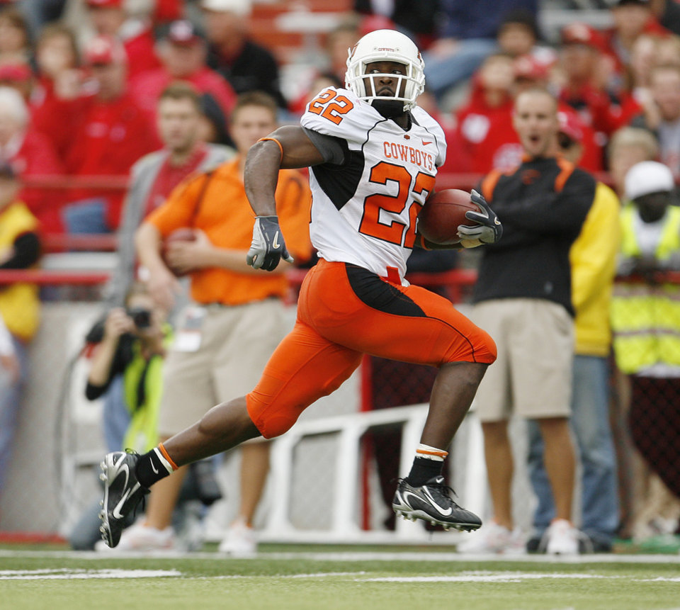 Photo - Dantrell Savage of OSU runs for a touchdown during  the college football game between Oklahoma State University (OSU) and the University of Nebraska at Memorial Stadium in Lincoln, Neb., on Saturday, Oct. 13, 2007. By Bryan Terry, The Oklahoman