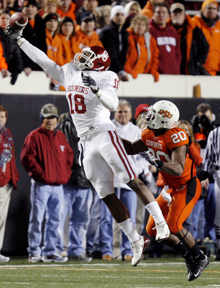 Oklahoma's Jermaine Gresham (18) makes a one-handed catch over Oklahoma State's Andre Sexton (20) during the first half of the college football game between the University of Oklahoma Sooners (OU) and Oklahoma State University Cowboys (OSU) at Boone Pickens Stadium on Saturday, Nov. 29, 2008, in Stillwater, Okla. STAFF PHOTO BY CHRIS LANDSBERGER