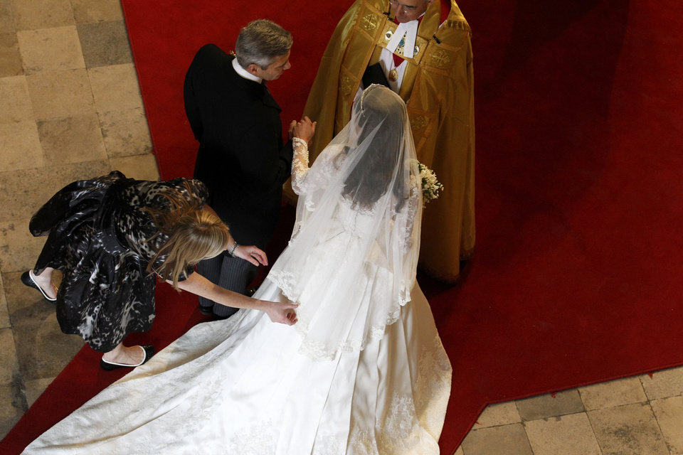 Photo - Kate Middleton, right, arrives with her father Michael Middleton at Westminster Abbey before her marriage to Britain's Prince William in London, Friday April 29, 2011. (AP Photo/Suzanne Plunkett, Pool)  ORG XMIT: RWDJ126