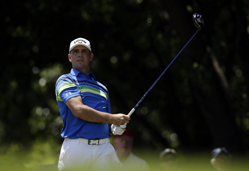 Photo - Gary Woodland hits off the first tee during the final round of the Byron Nelson Championship golf tournament, Sunday, May 18, 2014, in Irving, Texas. (AP Photo/Tony Gutierrez)
