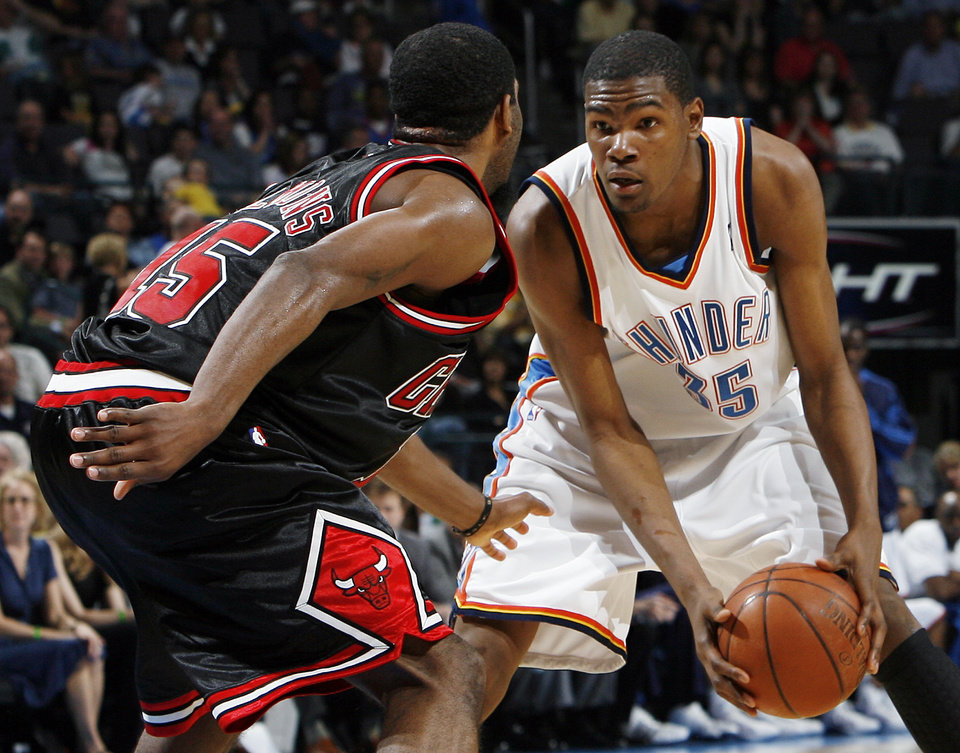 Photo - Oklahoma City's Kevin Durant (35) looks to get around the defense of Chicago's John Salmons (15) in the second half of the NBA basketball game between the Chicago Bulls and the Oklahoma City Thunder at the Ford Center in Oklahoma City, Wednesday, March 18, 2009. Chicago won, 103-96. PHOTO BY NATE BILLINGS, THE OKLAHOMAN ORG XMIT: KOD