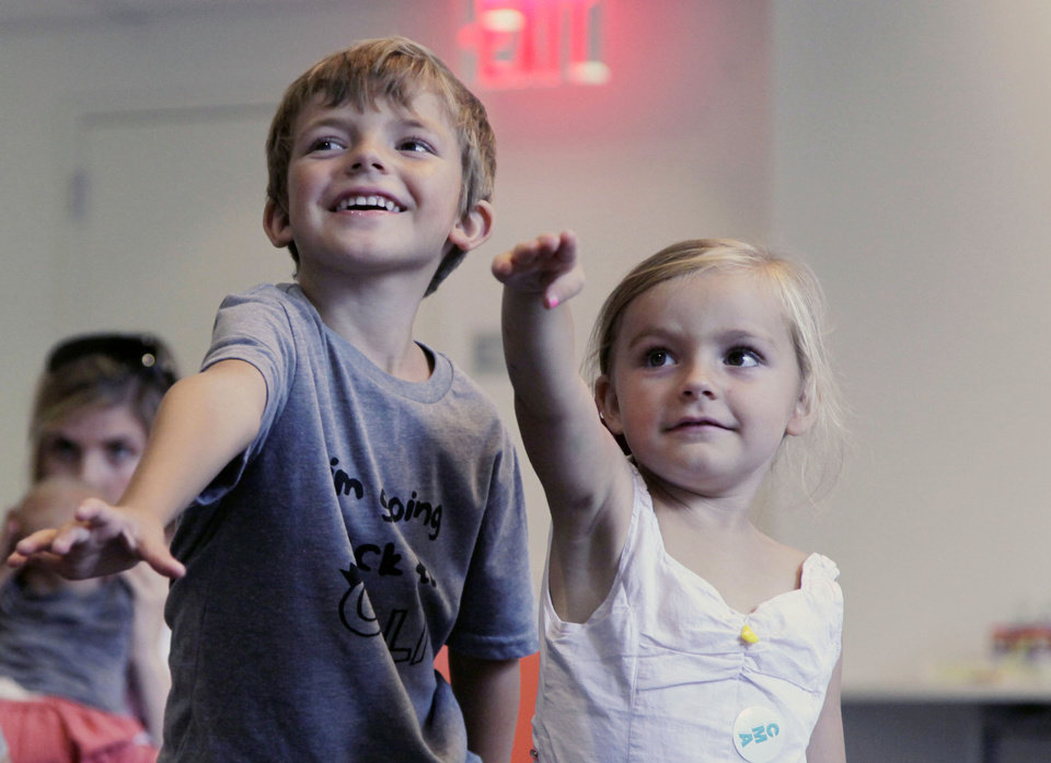 Photo -   In this Sept. 5, 2012, photo, from left, Aidan Lain, 7, and Zoe Shyba, 3, play