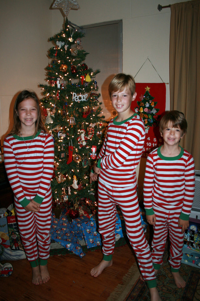Americans abroad celebrate holidays by tweaking tradition for Top 10 american christmas traditions
