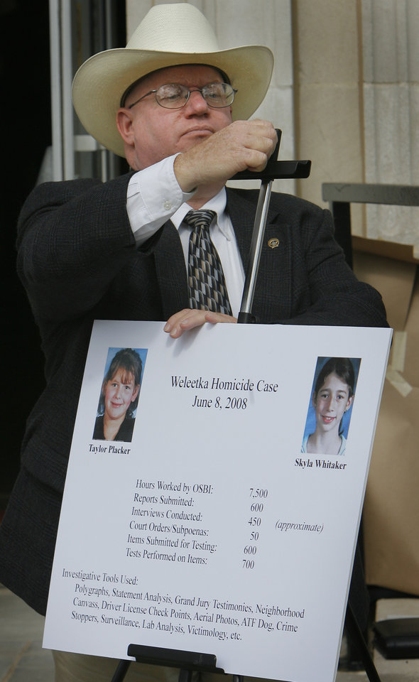 Photo - Inspector Stan Florence with the OSBI sets up a poster at a press conference Monday, June 8, 2009 at the Okfuskee County Courthouse on the one-year anniversary of the murder of Skyla Whitaker and Taylor Placker near Weleetka. Photo By David McDaniel, The Oklahoman.
