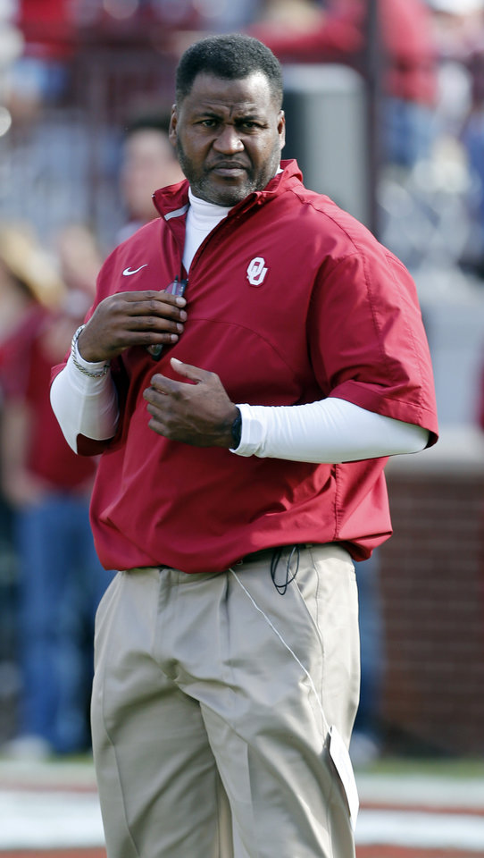 Photo - Assistant coach Jackie Shipp watches the Sooners during warm ups before the college football game between the University of Oklahoma Sooners (OU) and the Baylor University Bears (BU) at Gaylord Family-Oklahoma Memorial Stadium in Norman, Okla., Saturday, Nov. 10, 2012.  Photo by Steve Sisney, The Oklahoman