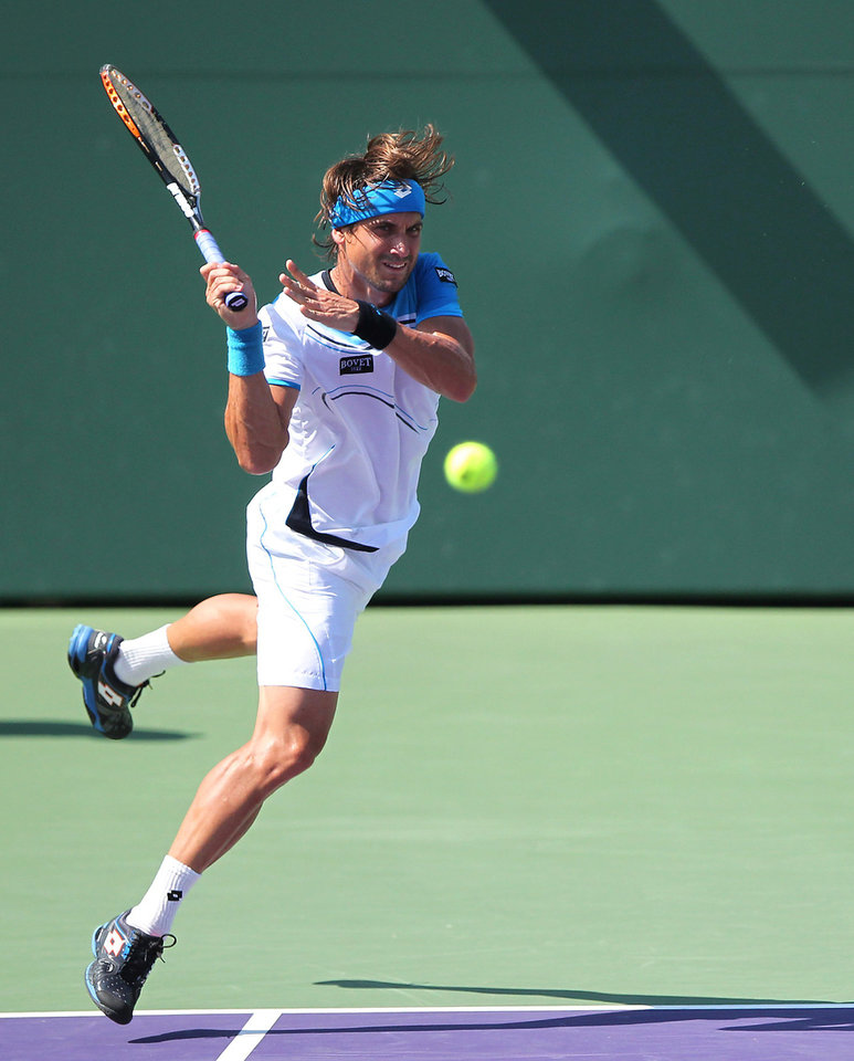 David Ferrer, of Spain, returns the ball to Tommy Haas, of Germany, during a semifinal at the Sony Open tennis tournament, Friday, March 29, 2013, in Key Biscayne, Fla. Ferrer won 4-6, 6-2, 6-3. (AP Photo/El Nuevo Herald, David Santiago) MAGS OUT