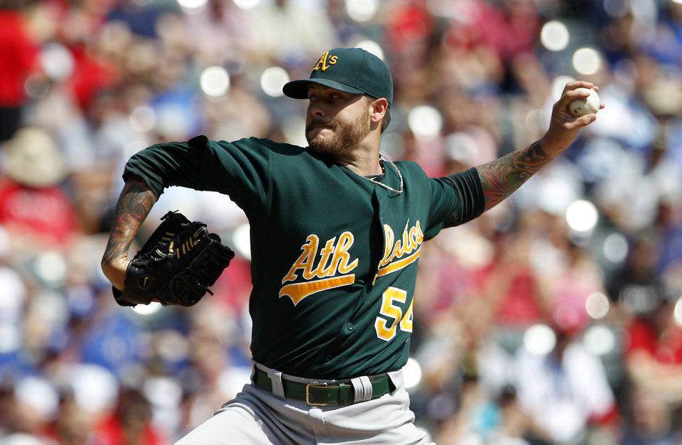 Photo -   Oakland Athletics starting pitcher Travis Blackley delivers to the Texas Rangers in the first inning of a baseball game Thursday, Sept. 27, 2012, in Arlington, Texas. (AP Photo/Tony Gutierrez)