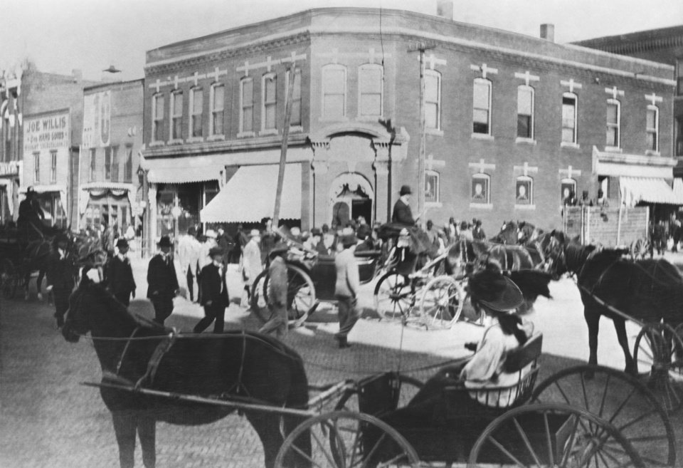 """Frank Frantz, territorial governor, refused to ride in parade with Haskell, seen here in lpen carriage on way to inaugural.  Judge Frank Dale, chairman of inaugural committee; George Bellamy, lieutenant governor-elect, and Leslie G. Niblack, Guthrie publisher who administered the oath of office, are others in the carriage."""