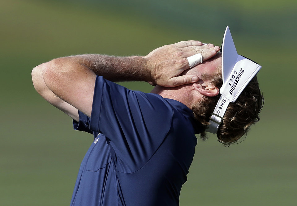 Photo - Brandt Snedeker covers his face after missing a birdie putt on the 16th hole during the second round of the Arnold Palmer Invitational golf tournament at Bay Hill on Friday, March 21, 2014, in Orlando, Fla. (AP Photo/Chris O'Meara)