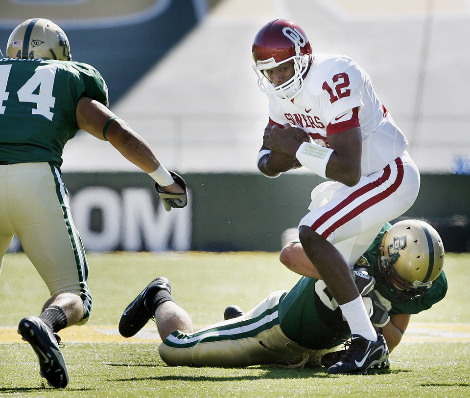 Photo - Paul Thompson carries in the first half during the University of Oklahoma Sooners (OU) college football game against Baylor University Bears (BU) at Floyd Casey Stadium, on Saturday, Nov. 18, 2006, in Waco, Texas.     by Steve Sisney, The Oklahoman