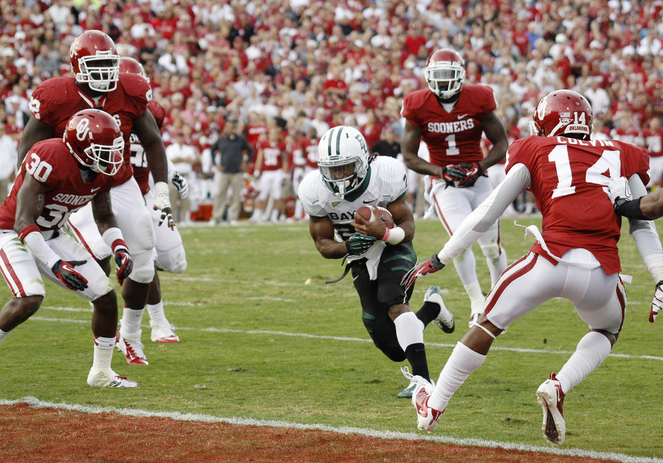 Photo -   Baylor running back Lache Seastrunk (25) finds a hole in the Oklahoma defense to score in the second quarter of an NCAA college football game in Norman, Okla., Saturday, Nov. 10, 2012. (AP Photo/Sue Ogrocki)