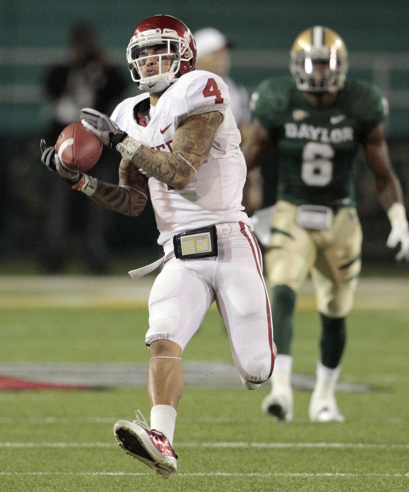 Oklahoma\'s Kenny Stills (4) catches a pass during the college football game between the University of Oklahoma Sooners (OU) and the Baylor Bears (BU) at Floyd Casey Stadium on Saturday, Nov. 19, 2011, in Waco, Texas. Photo by Steve Sisney, The Oklahoman
