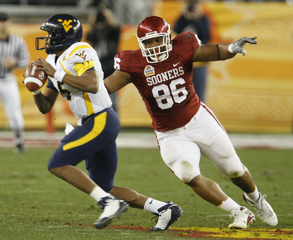Photo - Oklahoma's Adrian Taylor (86) chases West Virginia quarterback Patrick White (5) during the first half of the Fiesta Bowl college football game between the University of Oklahoma Sooners (OU) and the West Virginia University Mountaineers (WVU) at The University of Phoenix Stadium on Wednesday, Jan. 2, 2008, in Glendale, Ariz. 