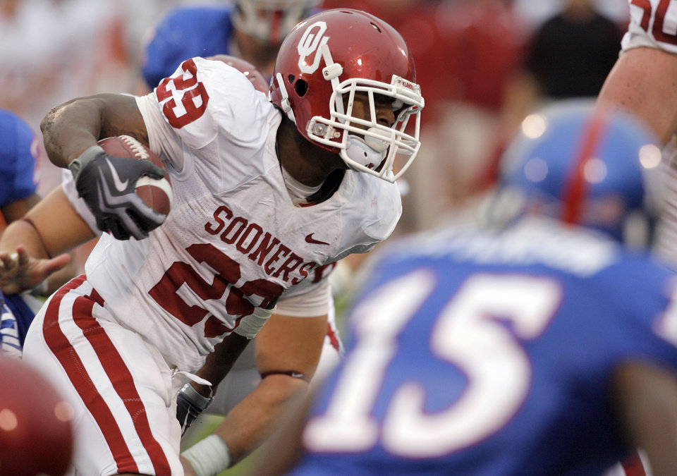 Photo - OU's Chris Brown (29) rushes the ball on the way to a touchdown in the fourth quarter of the college football game between the University of Oklahoma Sooners (OU) and the University of Kansas Jayhawks (KU) on Saturday, Oct. 24, 2009, in Lawrence, Kan. OU won, 35-13. Photo by Nate Billings, The Oklahoman