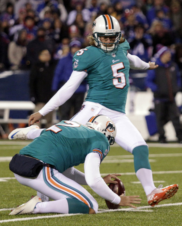 Photo -   Miami Dolphins' Dan Carpenter (5) attempts to kick a field goal during the second half of an NFL football game against the Buffalo Bills, Thursday, Nov. 15, 2012, in Orchard Park, N.Y. Carpenter missed on the play. (AP Photo/Bill Wippert)