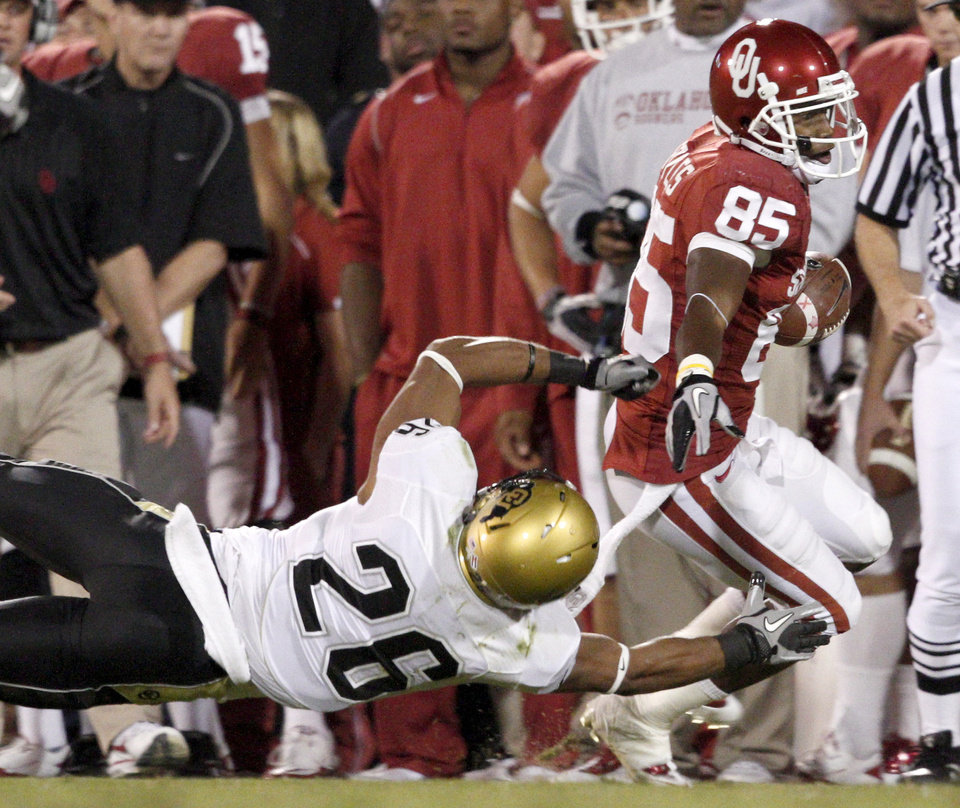 Photo - OU's Ryan Broyles gets past Colorado's Ray Polk during the college football game between the University of Oklahoma (OU) Sooners and the University of Colorado Buffaloes at Gaylord Family-Oklahoma Memorial Stadium in Norman, Okla., Saturday, October 30, 2010. Photo by Bryan Terry, The Oklahoman