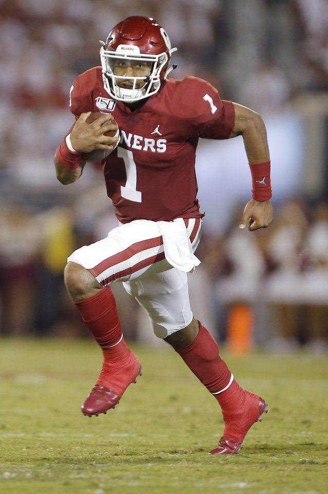 Photo - Oklahoma's Jalen Hurts (1) rushes in the third quarter during a college football game between the University of Oklahoma Sooners (OU) and the Houston Cougars at Gaylord Family-Oklahoma Memorial Stadium in Norman, Okla., Sunday, Sept. 1, 2019. [Sarah Phipps/The Oklahoman]