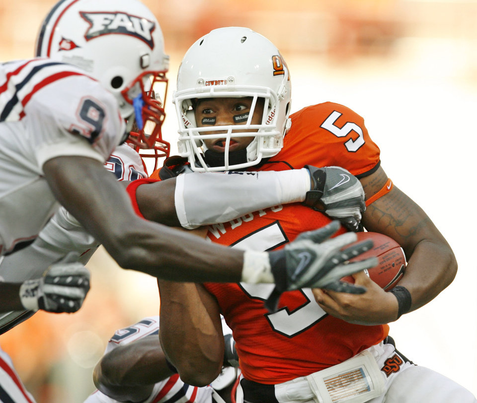 Photo - Keith Toston fights for extra yards during the Oklahoma State University (OSU) and Florida Atlantic University (FAU) college football game at Boone Pickens Stadium in Stillwater, Okla. Saturday, Sept. 8, 2007.  BY MATT STRASEN, THE OKLAHOMAN ORG XMIT: KOD