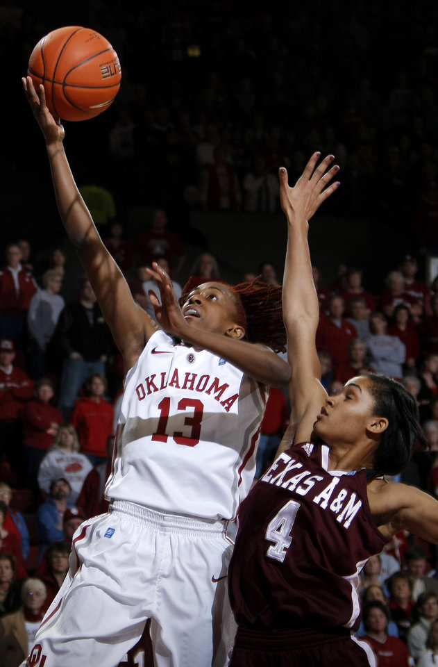 Photo - OU's Danielle Robinson (13) drives past Texas A&M's Sydney Carter (4) during the Big 12 women's basketball game between the University of Oklahoma and Texas A&M at Lloyd Noble Center in Norman, Okla., Wednesday January 26, 2011.  Photo by Bryan Terry, The Oklahoman