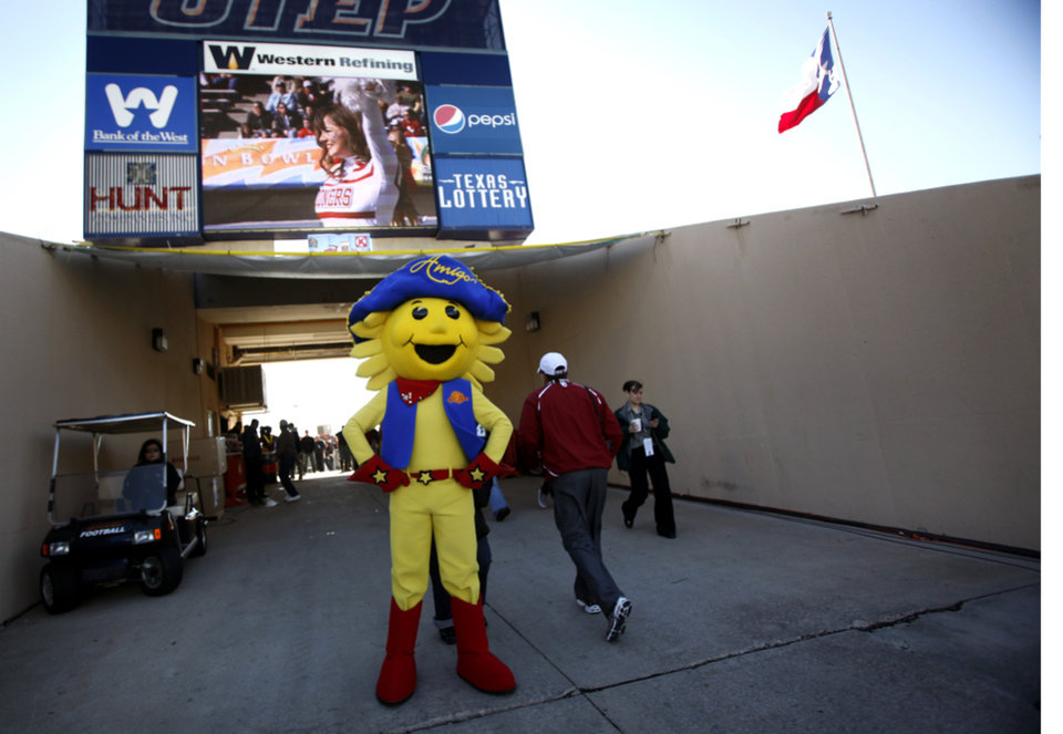 Photo - The Sun Bowl mascot stands in the tunnel before the start of the Brut Sun Bowl college football game between the University of Oklahoma Sooners (OU) and the Stanford University Cardinal on Thursday, Dec. 31, 2009, in El Paso, Tex.   Photo by Chris Landsberger, The Oklahoman