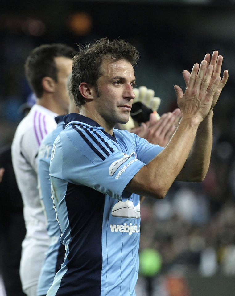 Sydney FC's Alessandro Del Piero thanks for fans after an A-league soccer match against Newcastle Jets in Sydney, Australia, Saturday, Oct. 13, 2012. (AP Photo/Rob Griffith)