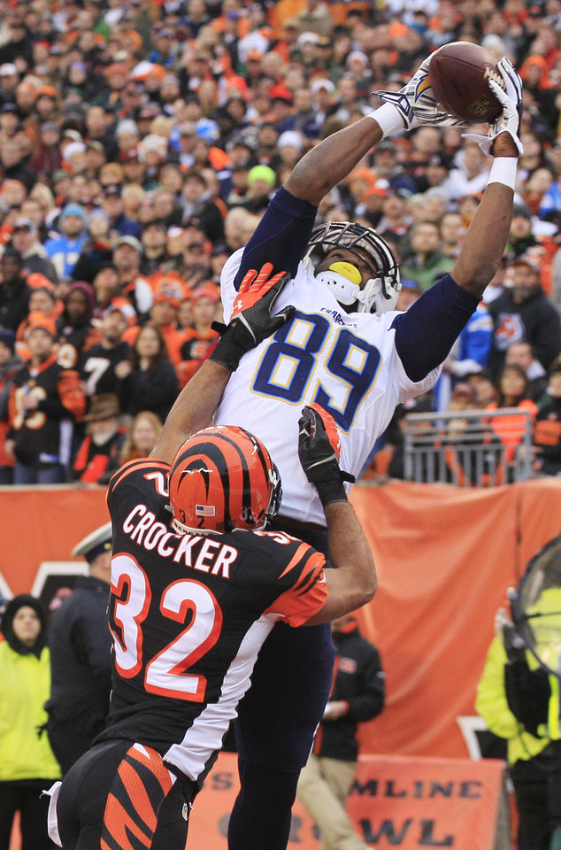 Photo - San Diego Chargers tight end Ladarius Green (89) catches a 4-yard touchdown pass against Cincinnati Bengals safety Chris Crocker (32) in the second half of an NFL wild-card playoff football game on Sunday, Jan. 5, 2014, in Cincinnati. (AP Photo/Tom Uhlman)