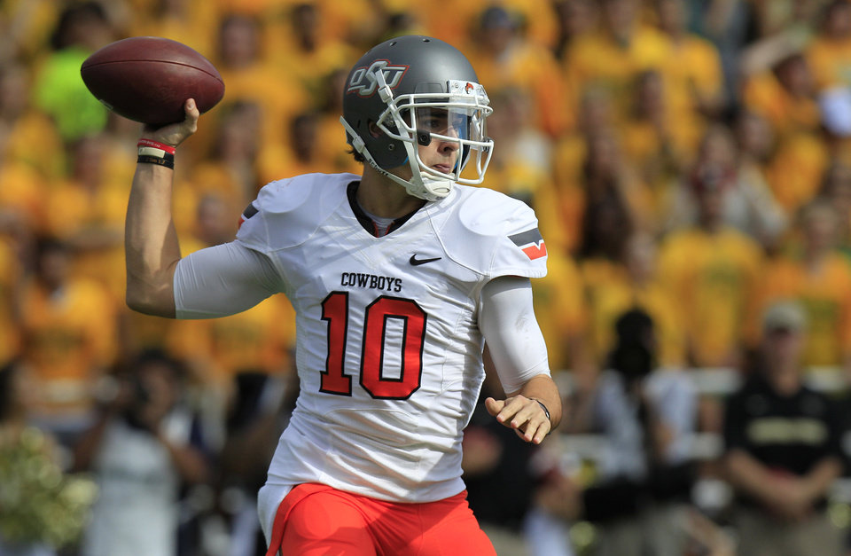 Photo - Oklahoma State quarterback Clint Chelf (10) passes during the first half of an NCAA college football game against Baylor, Saturday, Dec. 1, 2012, in Waco, Texas. (AP Photo/LM Otero)