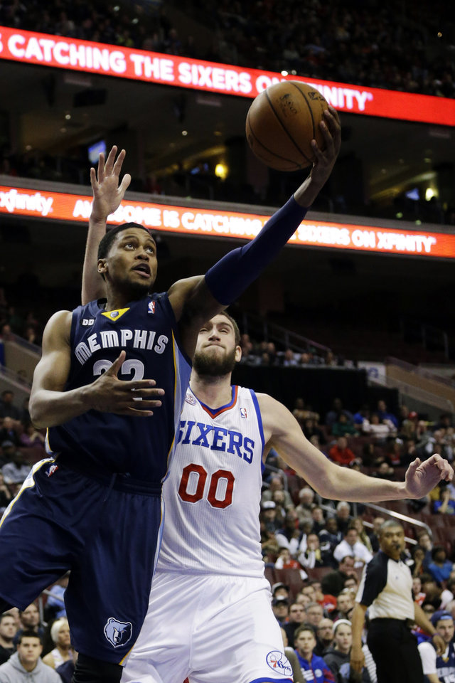 Memphis Grizzlies\' Rudy Gay, left, drives to the basket past Philadelphia 76ers\' Spencer Hawes (00) during the first half of an NBA basketball game, Monday, Jan. 28, 2013, in Philadelphia. (AP Photo/Matt Slocum)