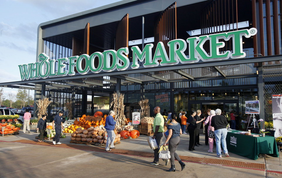 Photo - GROCERY STORE / OPEN / OPENING: Shoppers at the entrance to Whole Foods Market that opened in Oklahoma City Wednesday, Oct.12, 2011. Photo by Paul B. Southerland, The Oklahoman ORG XMIT: KOD