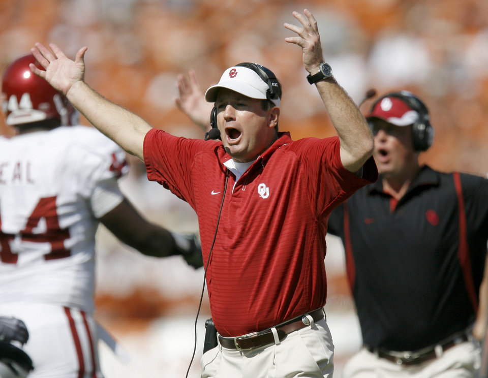 Photo - REACTION: OU's Bob Stoops reacts after a call during the Red River Rivalry college football game between the University of Oklahoma Sooners (OU) and the University of Texas Longhorns (UT) at the Cotton Bowl in Dallas, Texas, Saturday, Oct. 17, 2009. Photo by Bryan Terry, The Oklahoman ORG XMIT: KOD