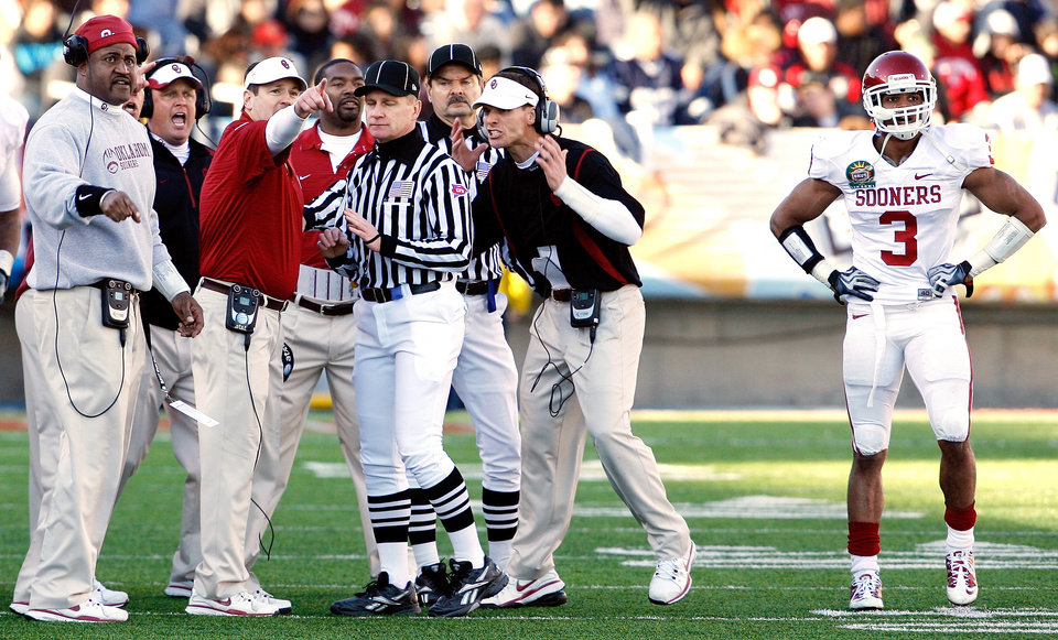 Photo - Coach Bob Stoops, second from left, and other coaches disagree with the ruling on a Ryan Broyles punt return that gave Stanford the ball during the second half Thursday in El Paso, Texas. Photo by Steve Sisney, The Oklahoman