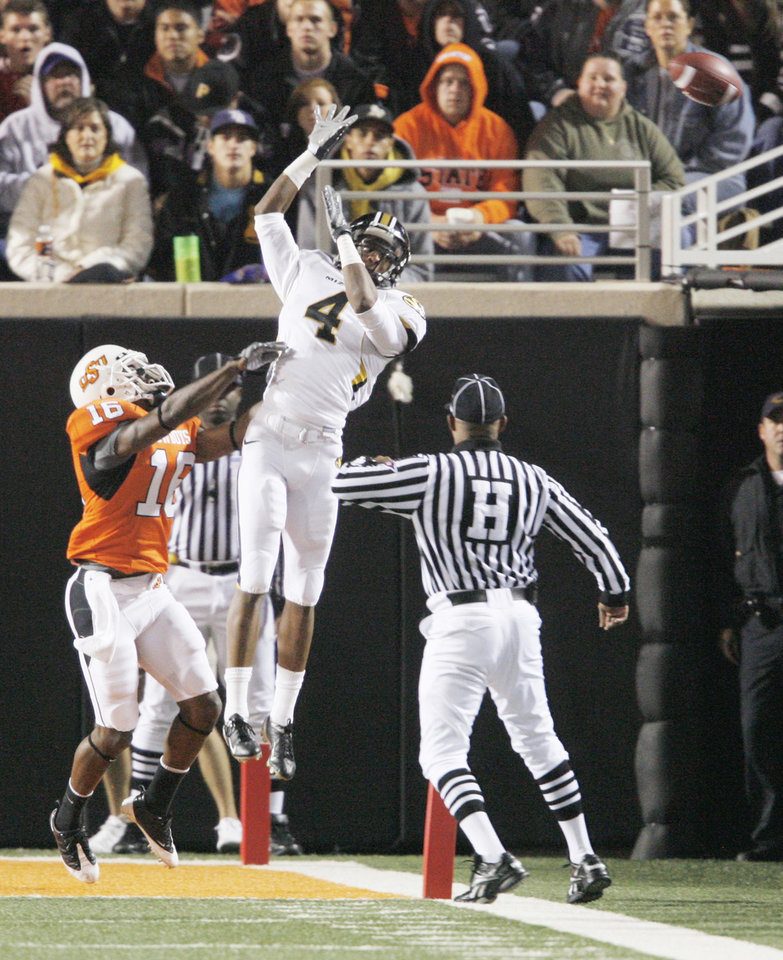 Photo - Missouri's Jared Perry, right, goes up for overthrown ball against Oklahoma State's Perrish Cox on Saturday. Photo by Steve Sisney, The Oklahoman