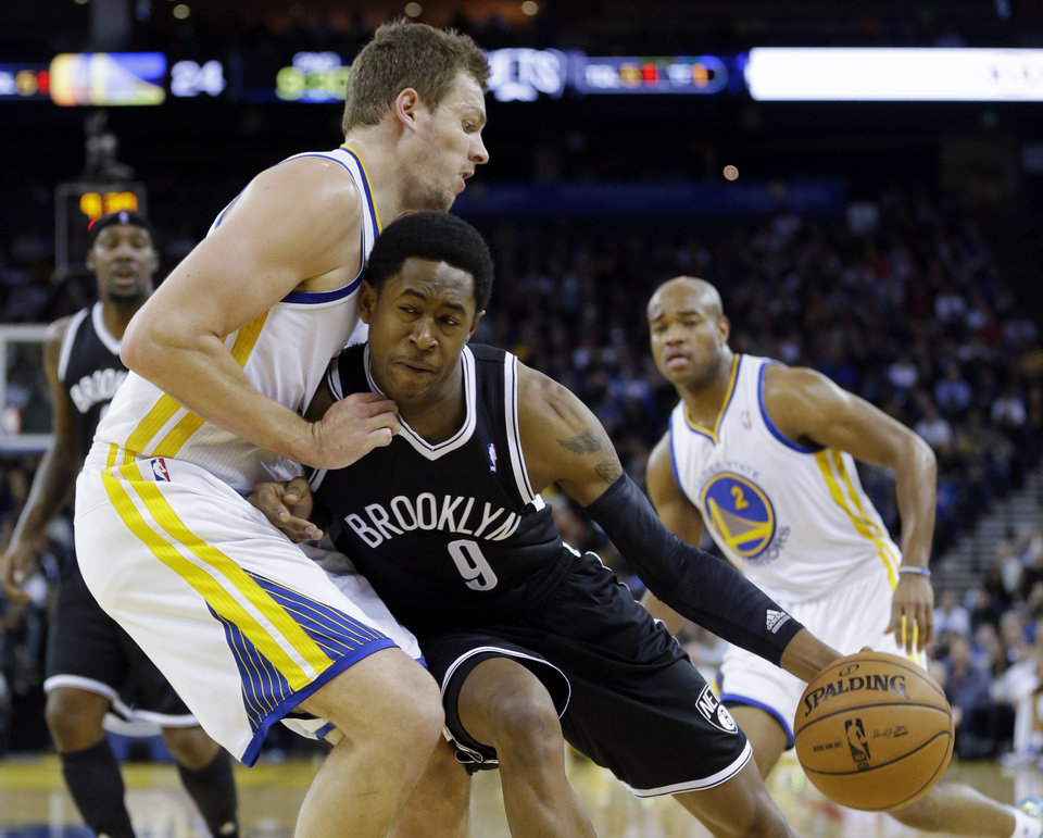 Photo -   Golden State Warriors' David Lee, left, defends against Brooklyn Nets' MarShon Brooks (9) during the first half of an NBA basketball game in Oakland, Calif., Wednesday, Nov. 21, 2012. (AP Photo/Marcio Jose Sanchez)