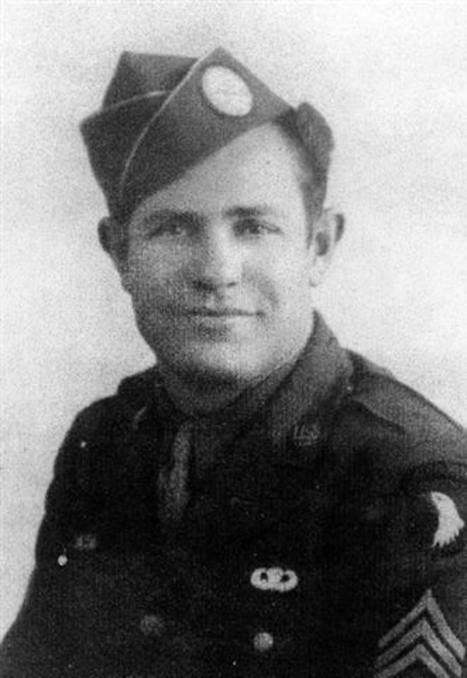 Photo - INDUCTION: World War II Airborne Sgt. and Pathfinder James E.